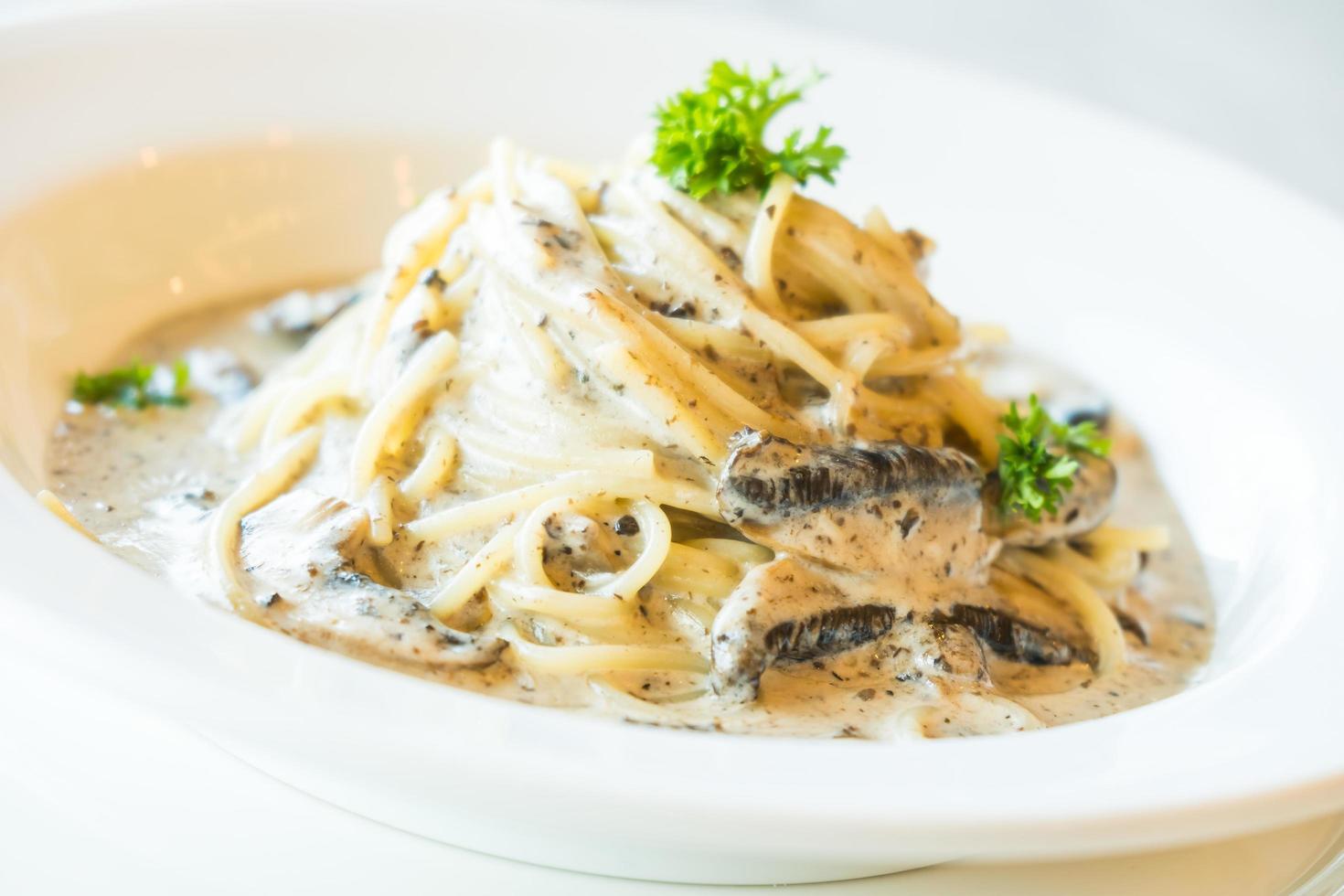 sauce crémeuse spaghetti aux champignons truffes photo