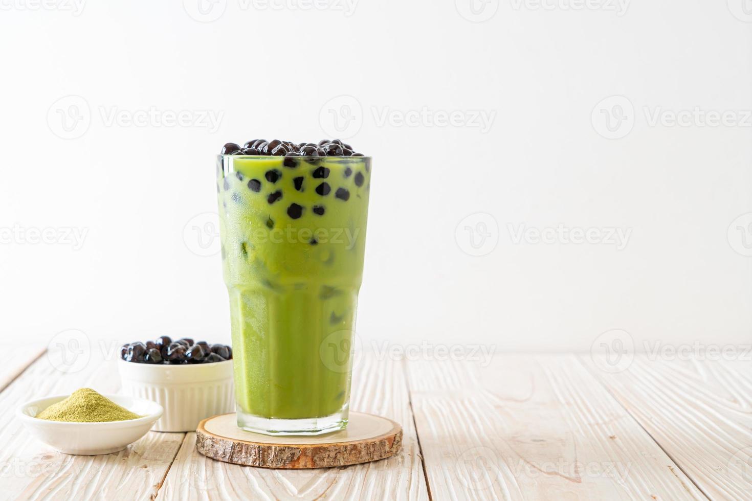 latte au thé vert matcha avec bulle photo