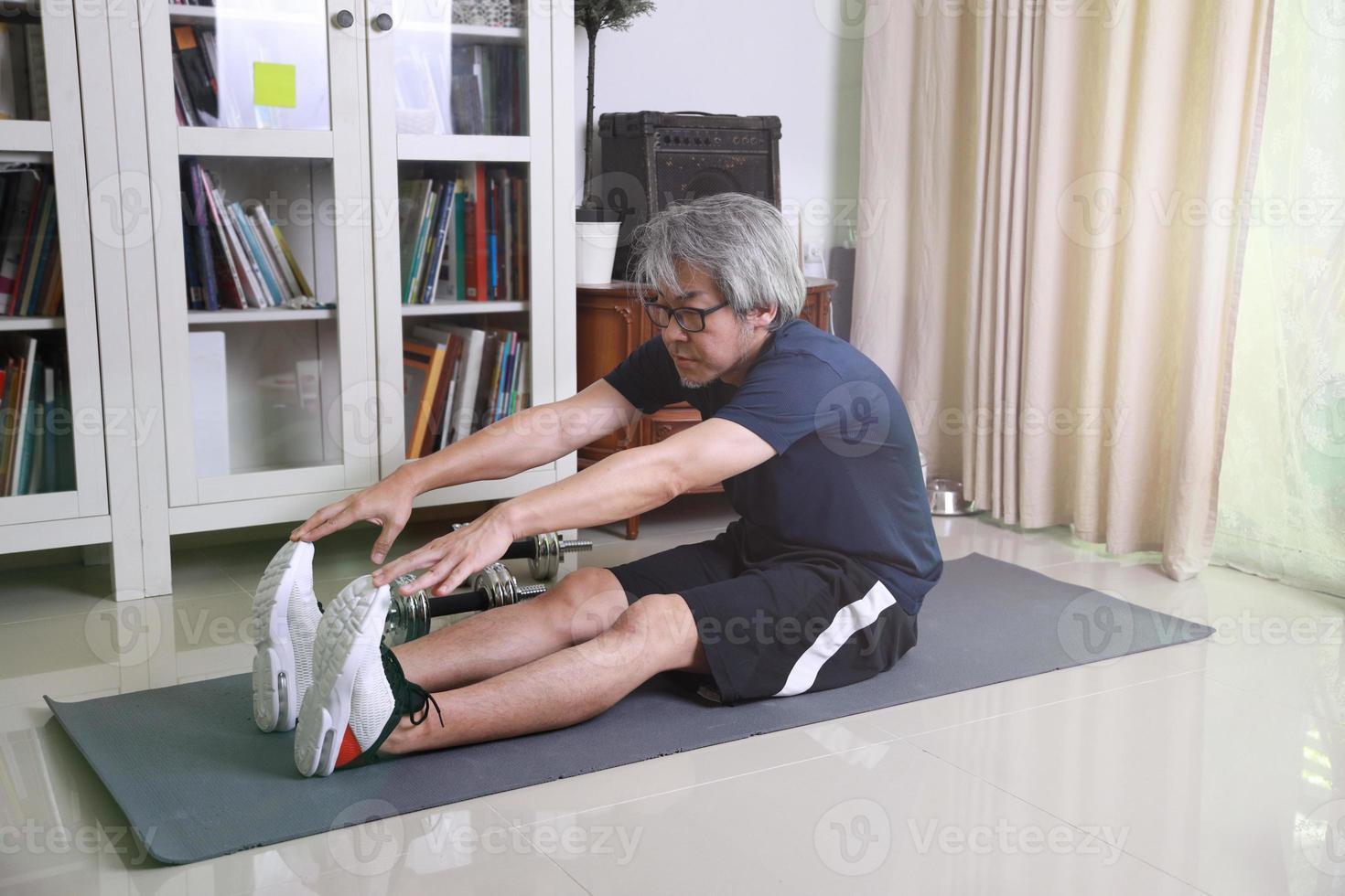 séance d'entraînement d'homme asiatique photo