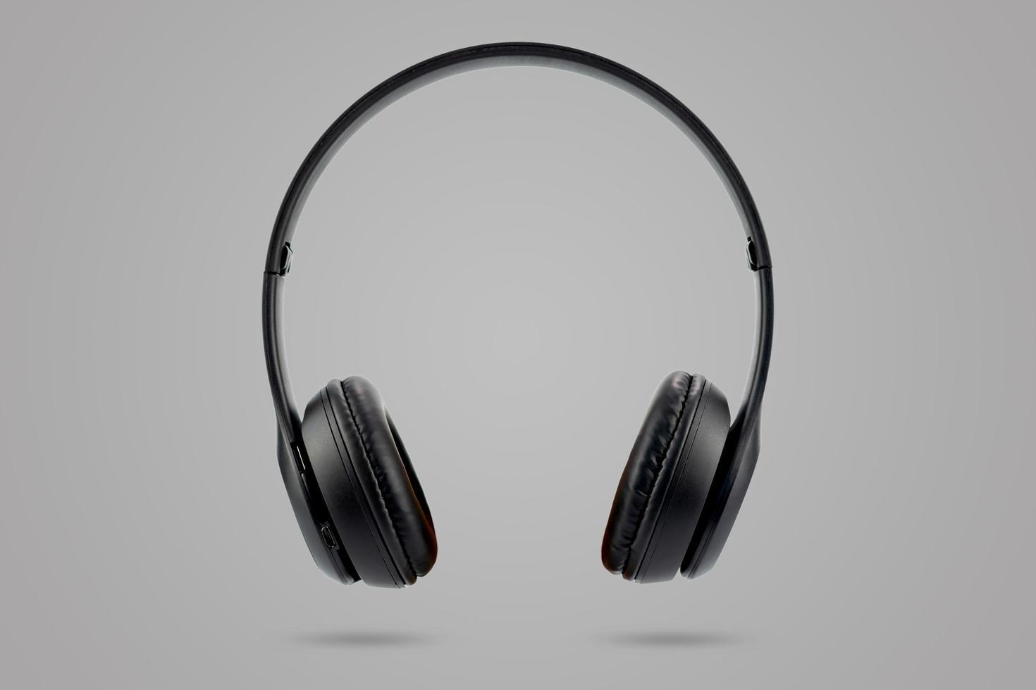 écouteurs sans fil de couleur noire isolés sur fond pastel de couleur grise photo