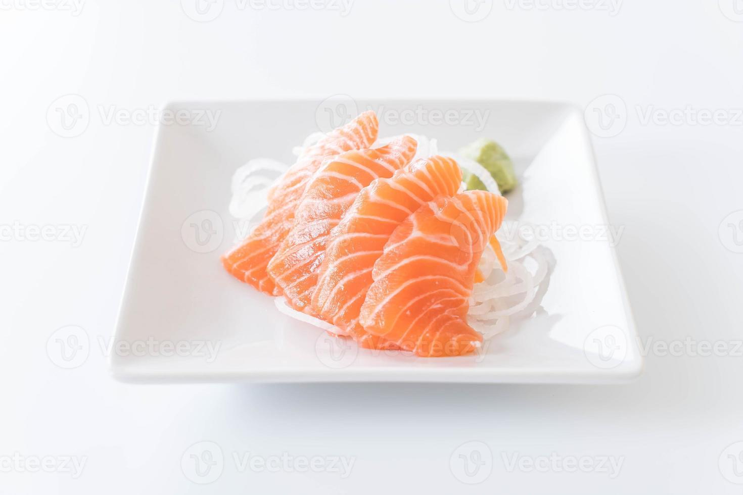 sashimi cru de saumon - cuisine japonaise photo