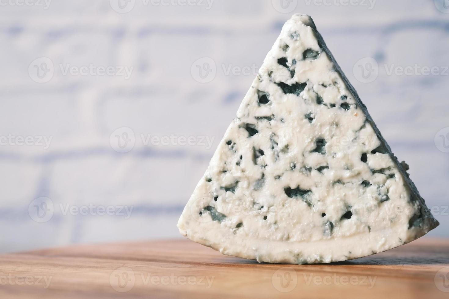 Coup de détail de fromage bleu sur la table photo
