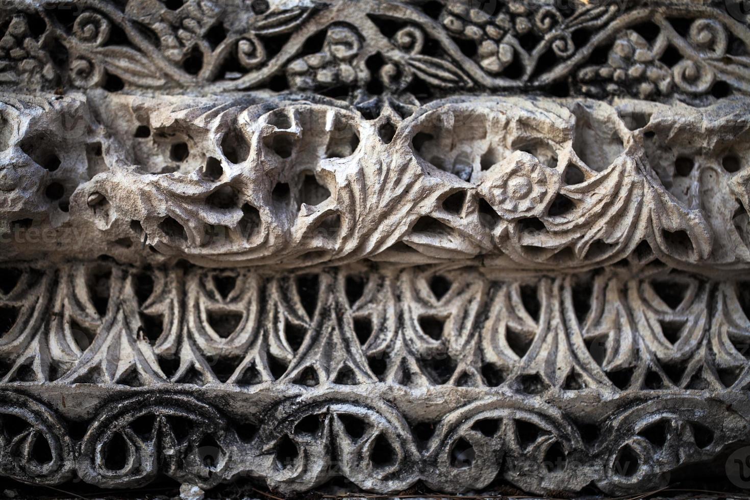 Épigraphe historique de l'âge antique sur la pierre de tablette de marbre photo