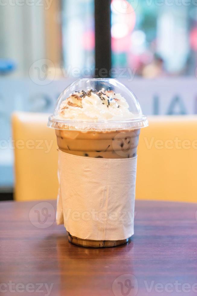 chocolat glacé à la crème fouettée photo