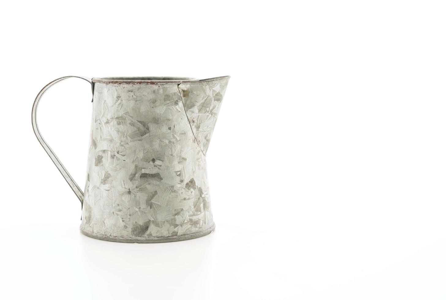cruche de fer sur fond blanc photo