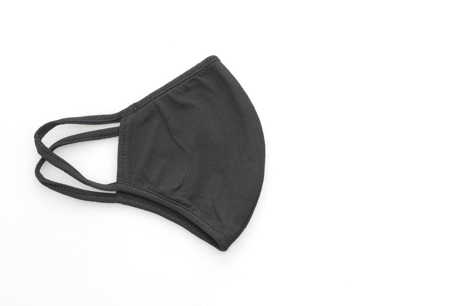 masque en tissu noir pour protéger covid-19 sur fond blanc isolé photo
