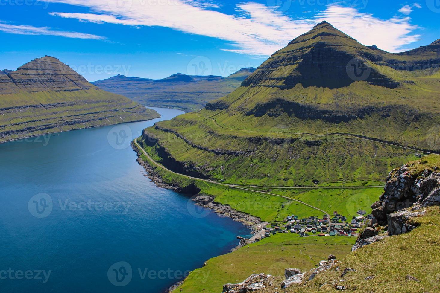 beau paysage de fjord sur les îles Féroé photo