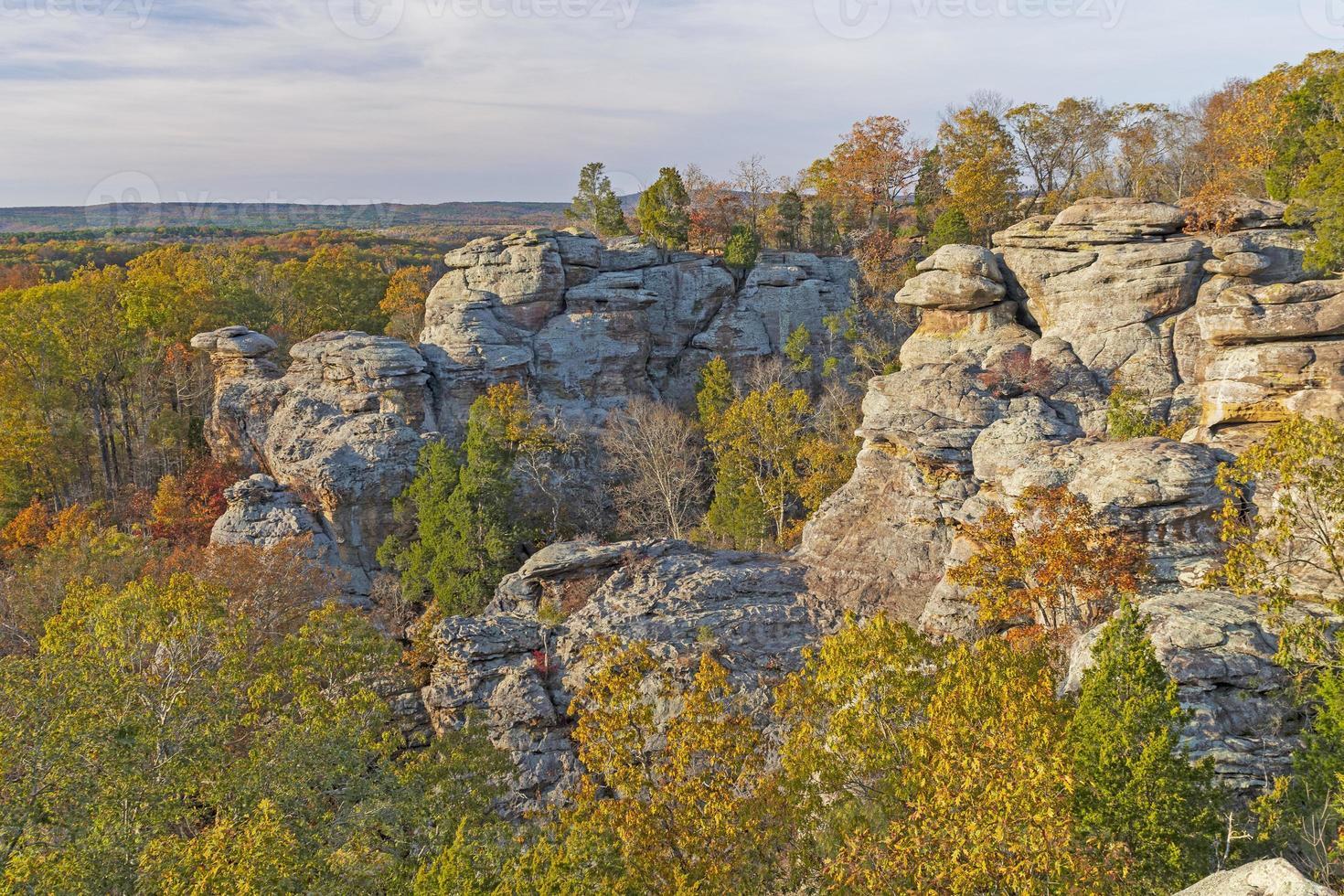 couleurs d'automne parmi les rochers photo