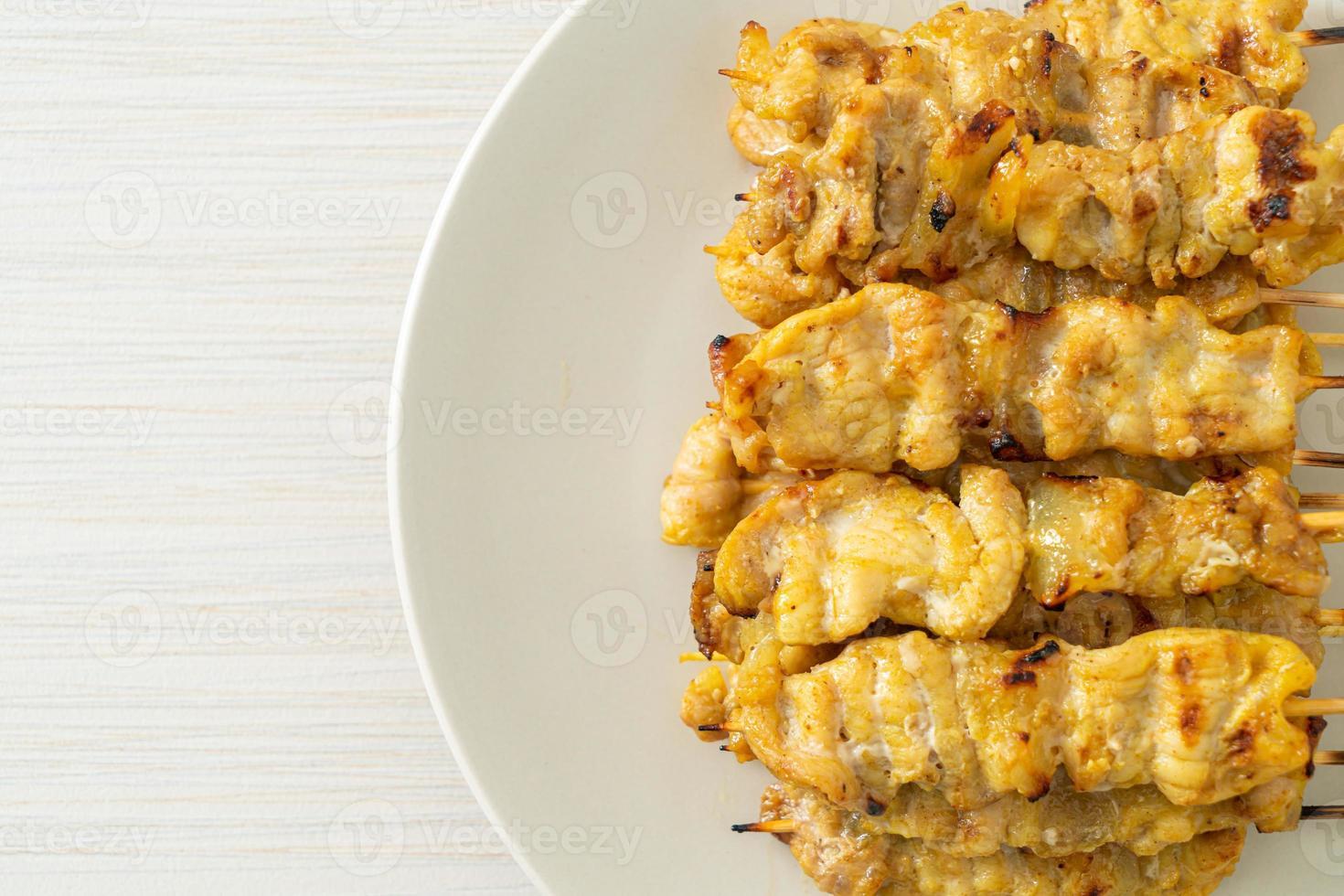 satay de porc à la sauce aux arachides photo