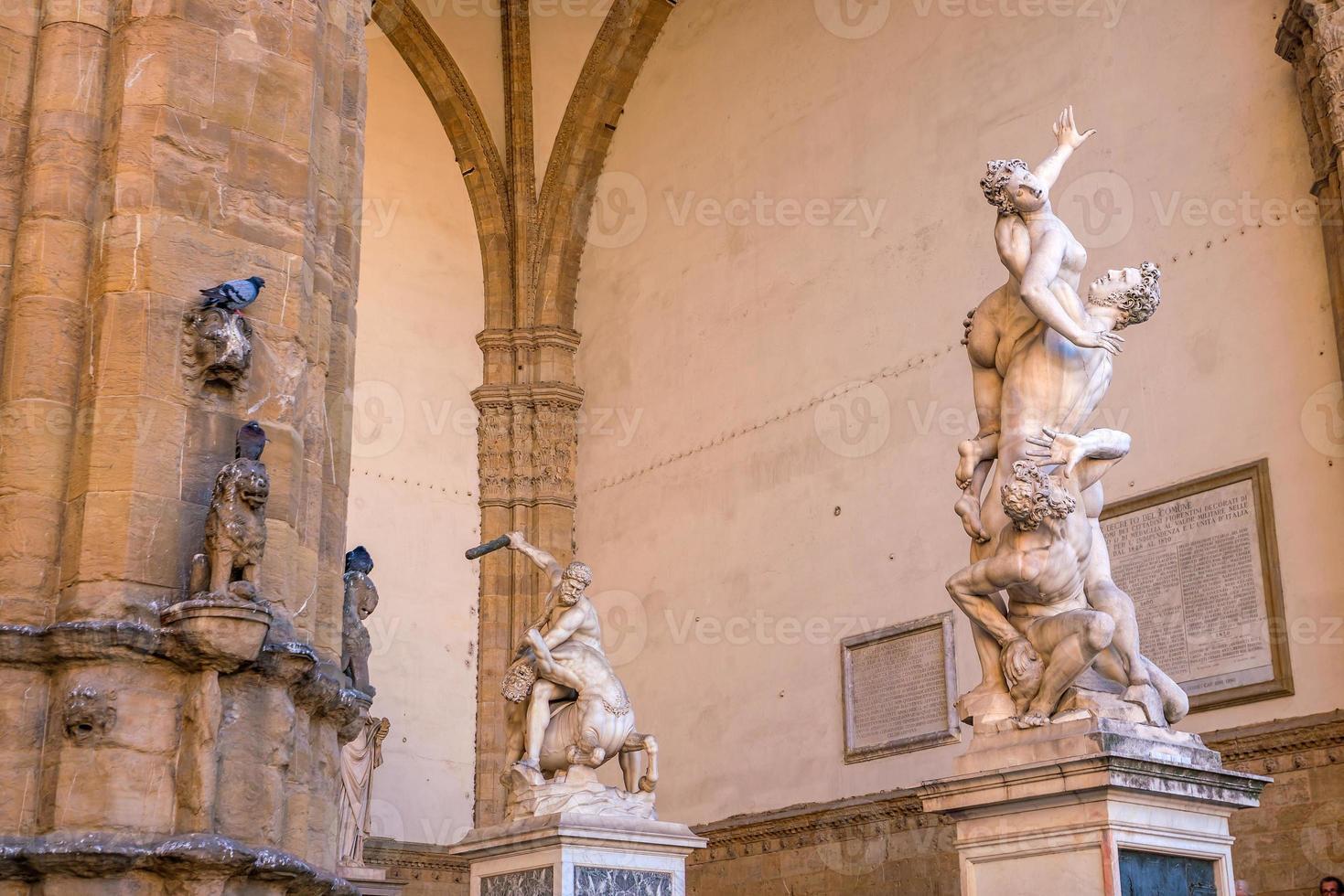 Sculpture sur la Piazza della Signoria à Florence photo