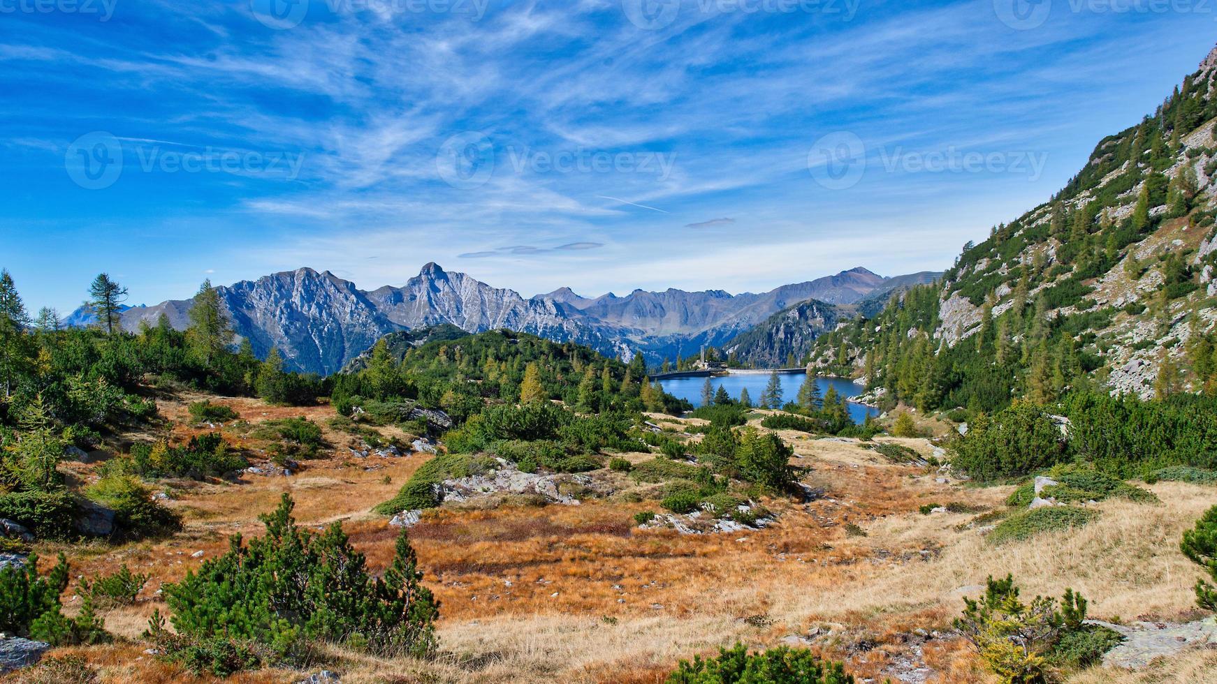 lac du becco. lac alpin des alpes orobias en italie du nord. photo