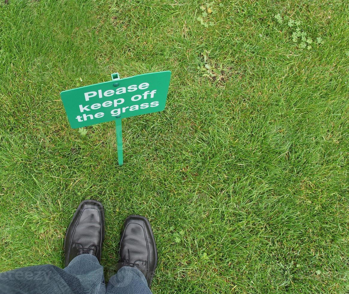 défense de marcher sur la pelouse photo
