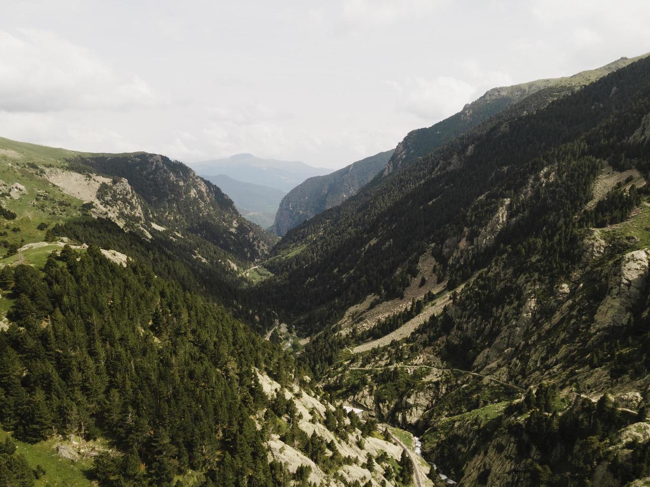 la belle vue sur le paysage de montagne photo