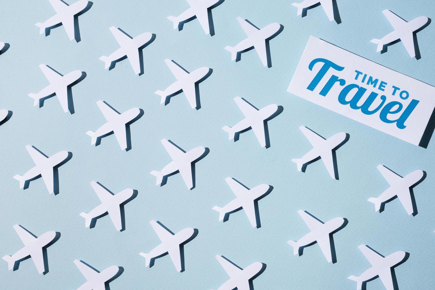 assortiment de style de papier concept de voyage à nouveau photo