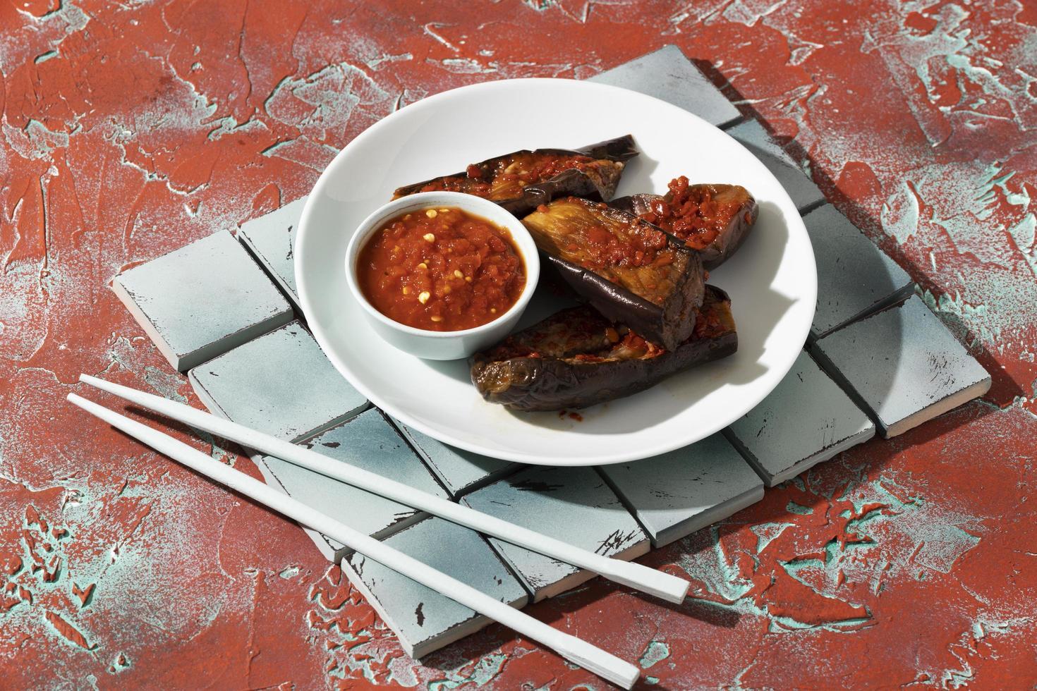 délicieux repas avec composition de sambal photo