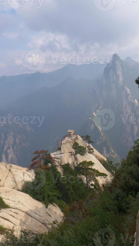pavillon d'échecs au sommet de la montagne huashan, chine photo
