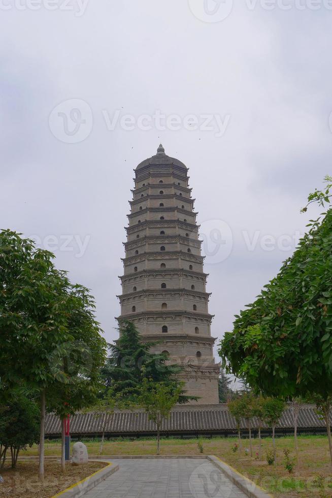 le célèbre temple, situé dans la célèbre ville du comté de fufeng. photo
