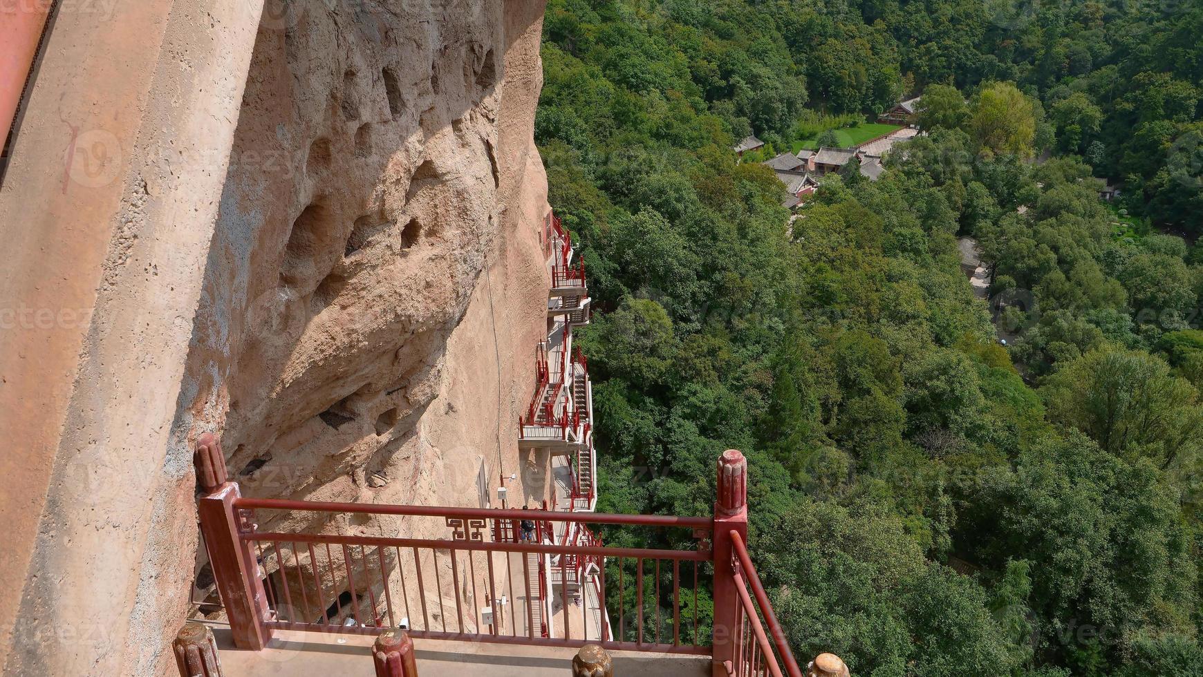 Complexe de temples-grottes de maijishan dans la ville de tianshui, province du gansu en chine photo