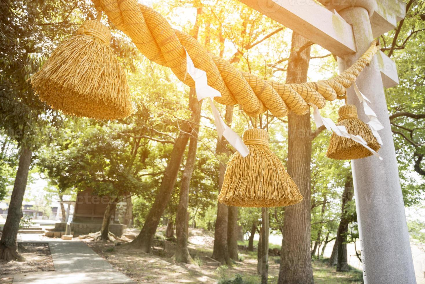 grosse corde japonaise le jour de l'an nommée shime-nawa photo