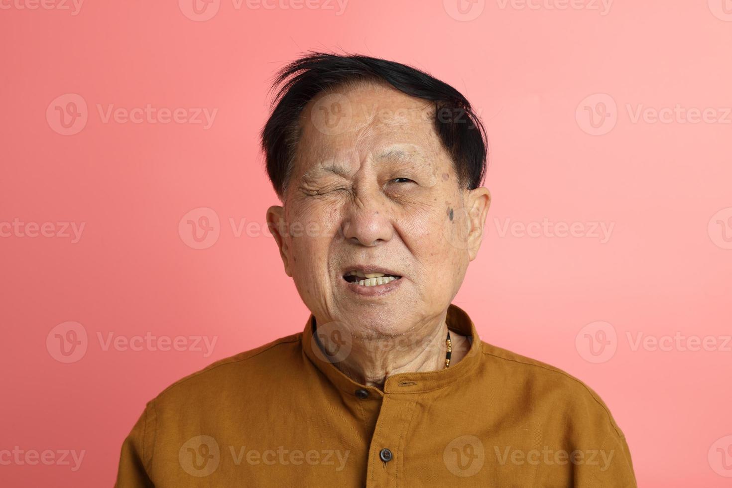 portrait d'homme asiatique photo