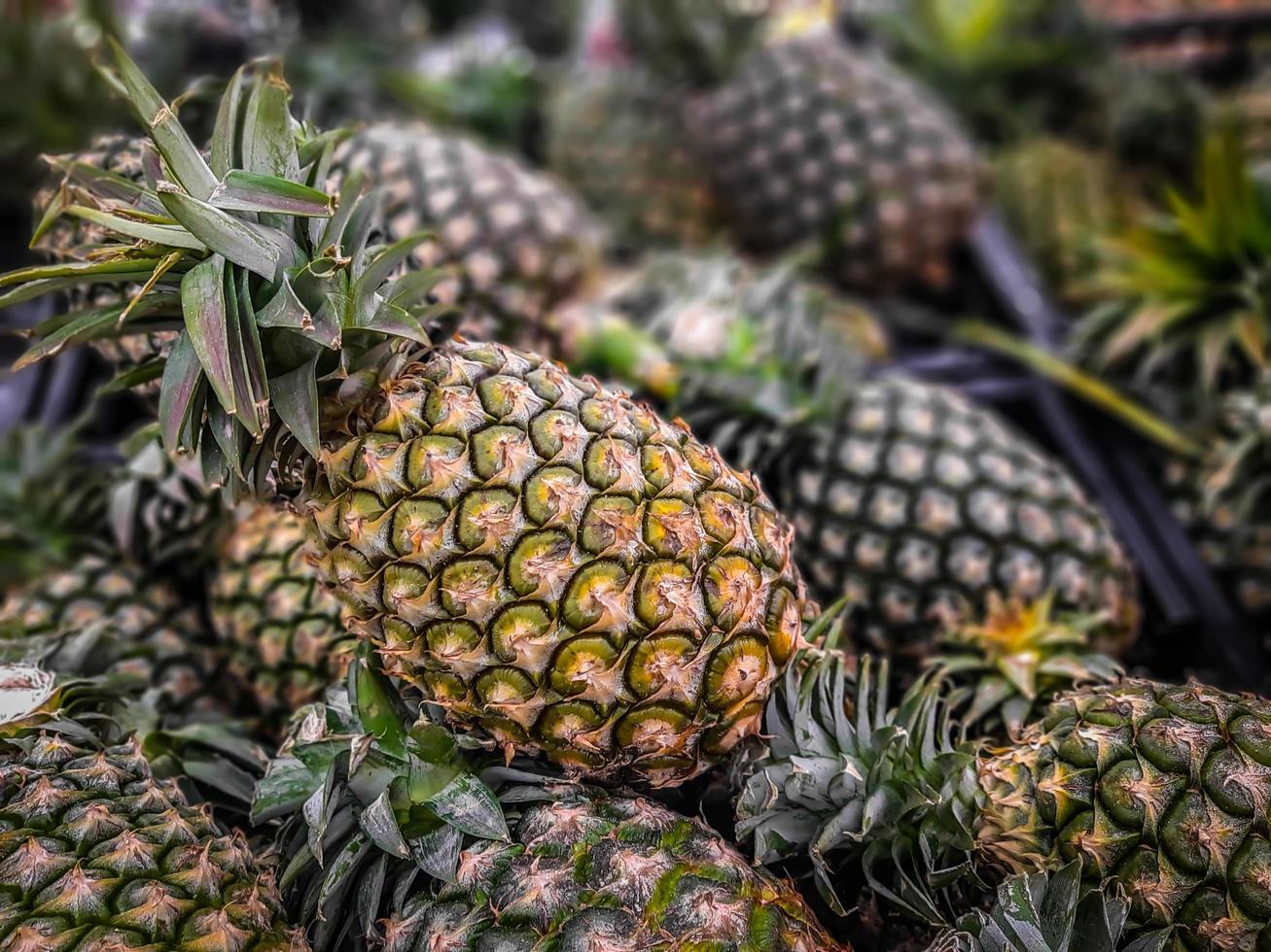 beaucoup de fond de fruits ananas, fruits tropicaux en vente photo