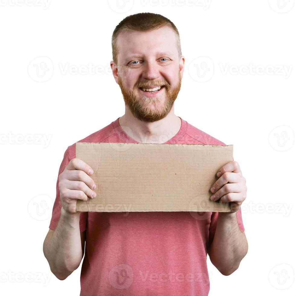homme barbu avec une pancarte en carton à la main photo