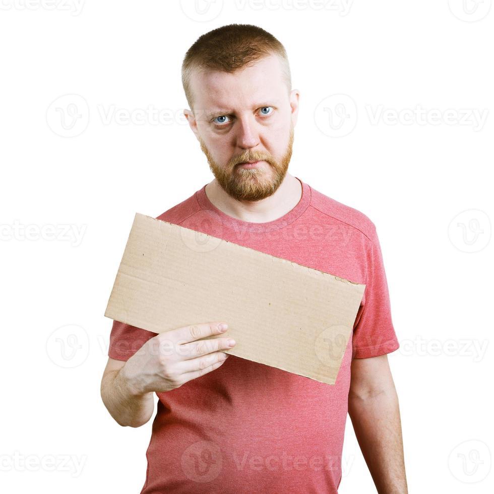 homme barbu tenant une pancarte dans ses mains photo