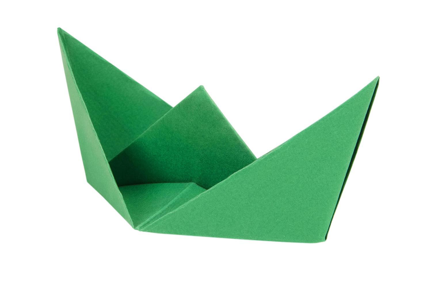 bateau vert en papier photo
