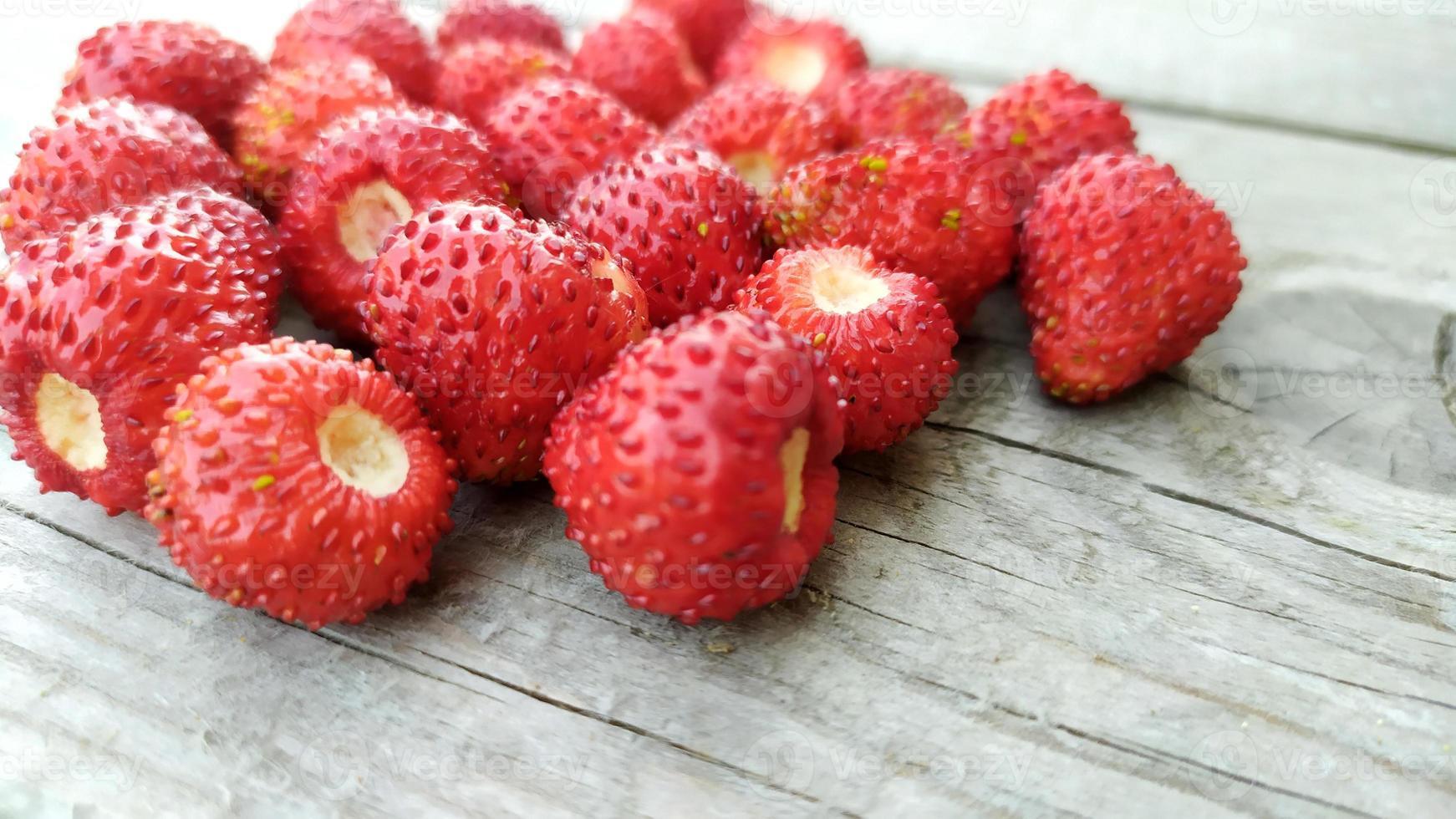 gros plan de fraises. fond de baies de baies mûres. photo
