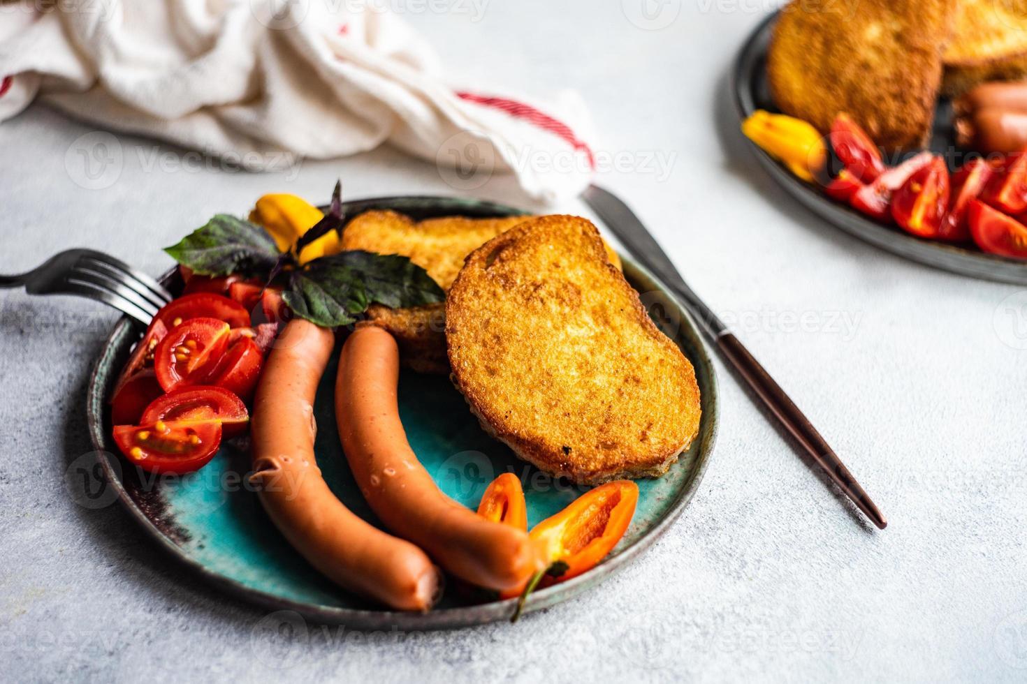 service à dîner servi dans une assiette photo