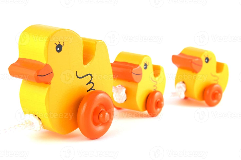 jouets faits à la main de canard jaune d'affilée photo