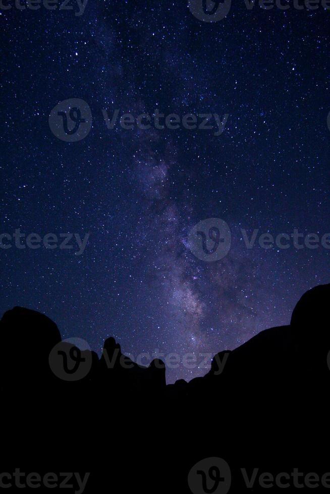 longue exposition de la galaxie de la voie lactée photo