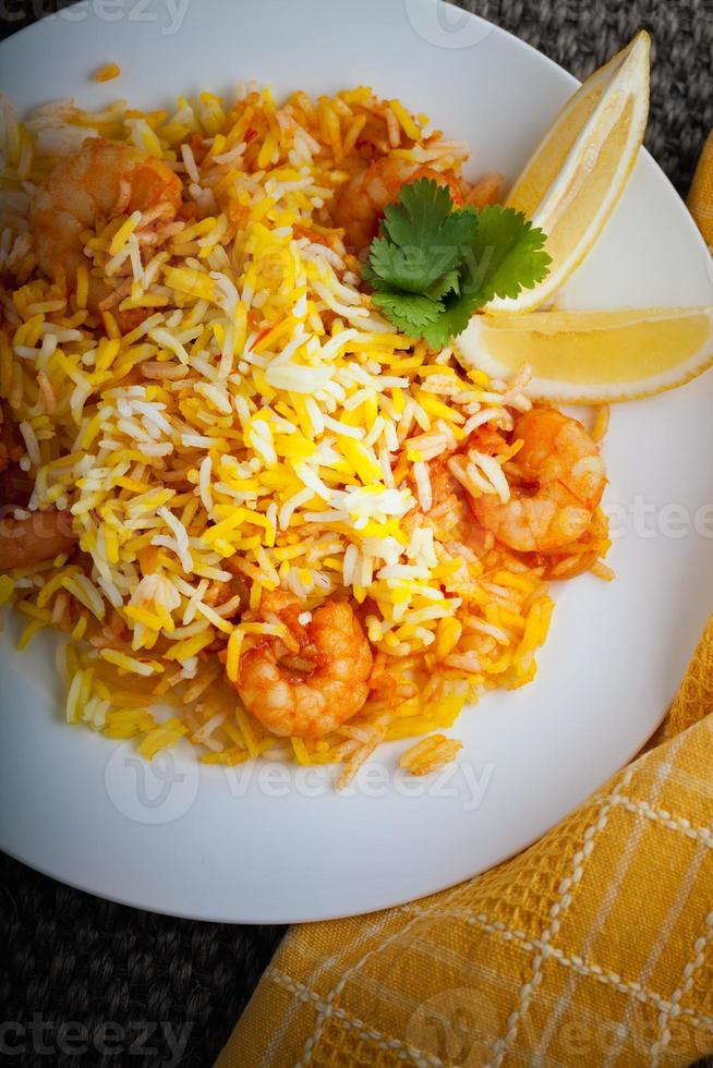 biryani indien aux crevettes photo