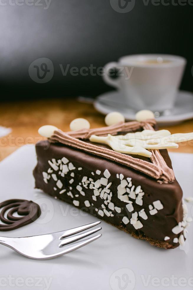 gâteau au chocolat avec cerise photo