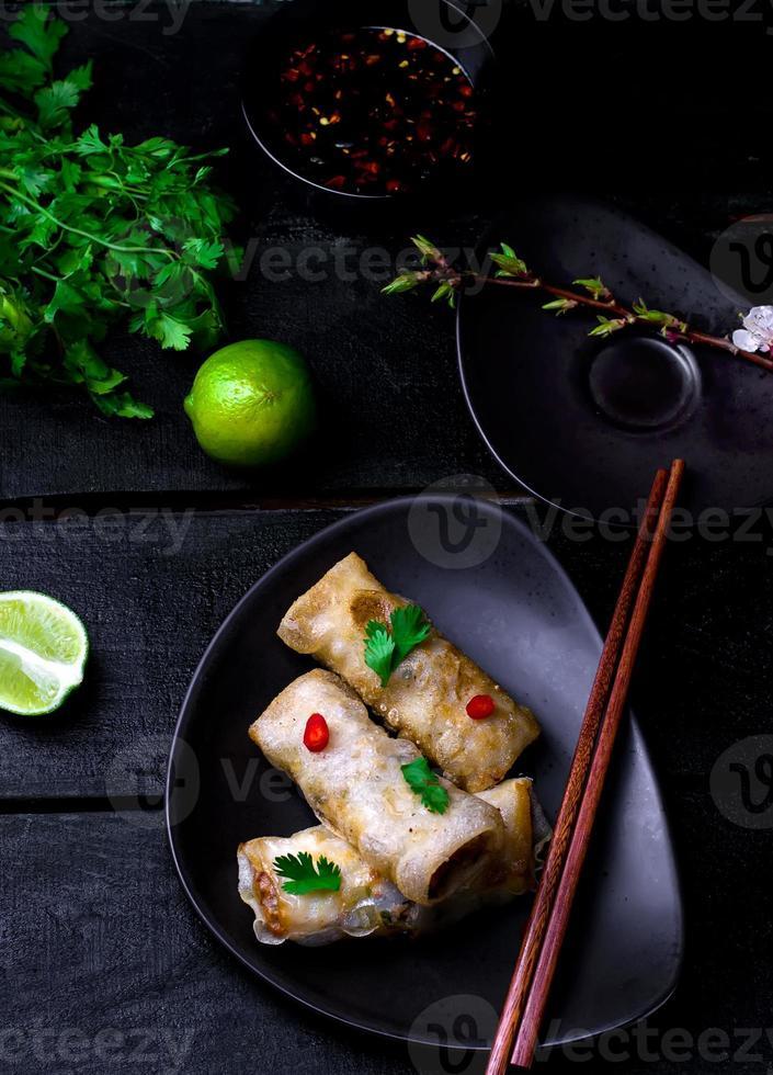 rouleaux de printemps frits. photo