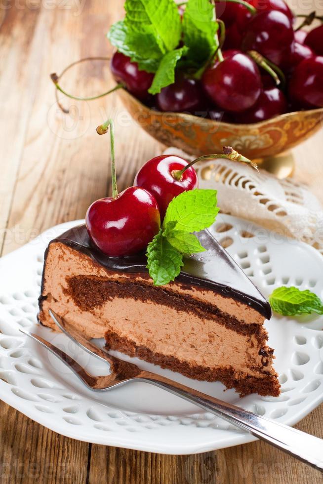 morceau de délicieux gâteau mousse au chocolat photo