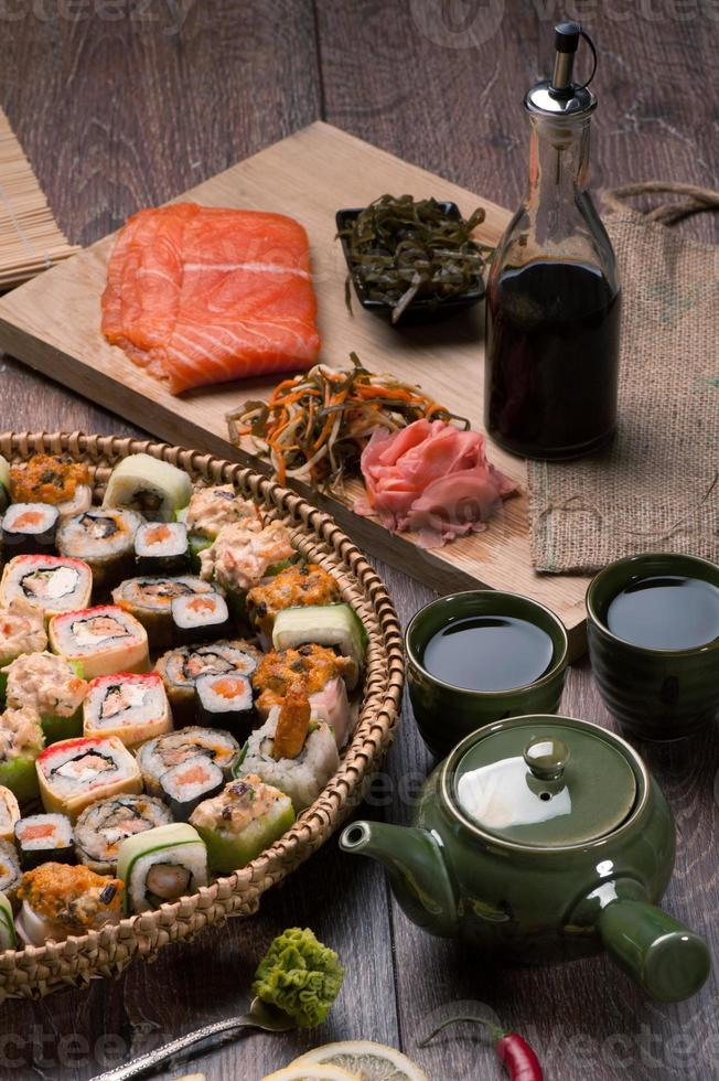 sushi et petits pains photo