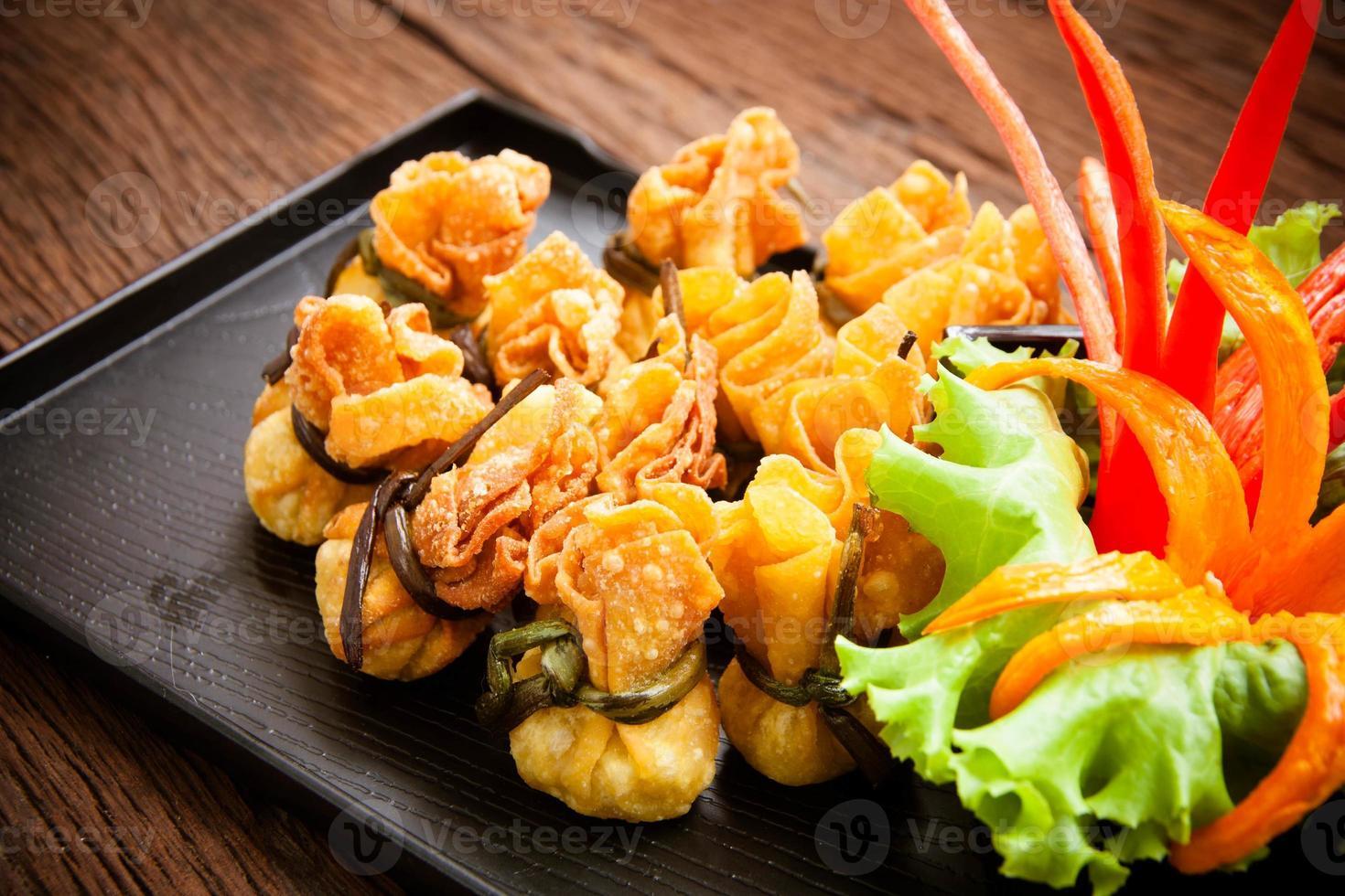 wonton frit avec sauce photo