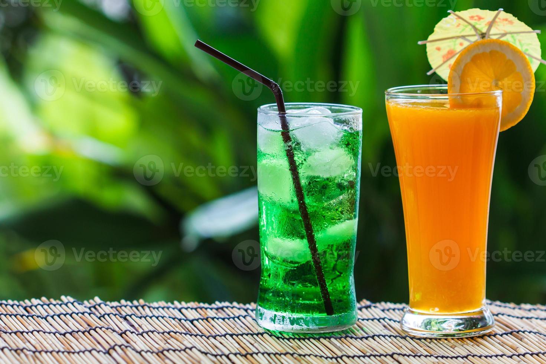 soda aux fruits verts et jus d'orange photo