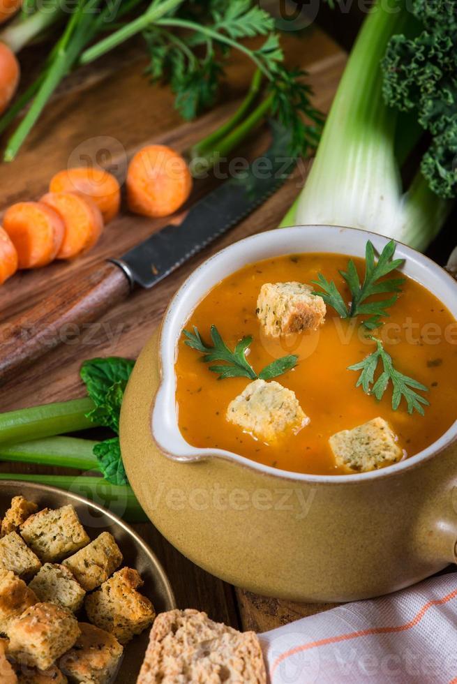 préparation de soupe crémeuse aux carottes fraîche photo