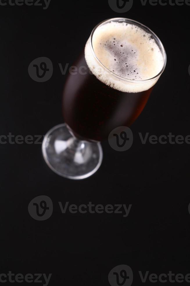 verre de bière ambrée photo