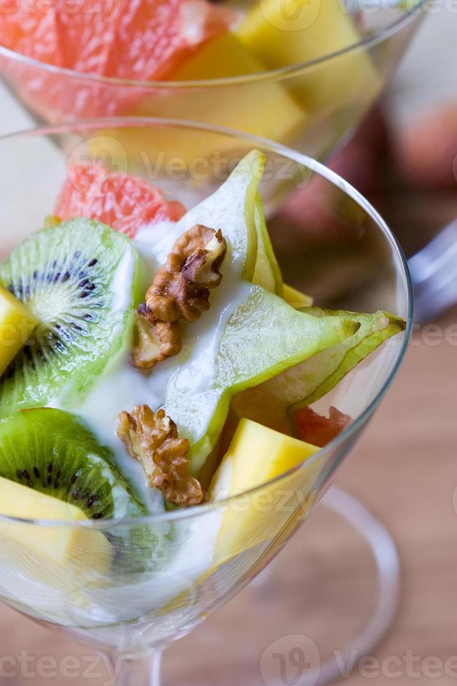 Salade de fruits tropicaux photo