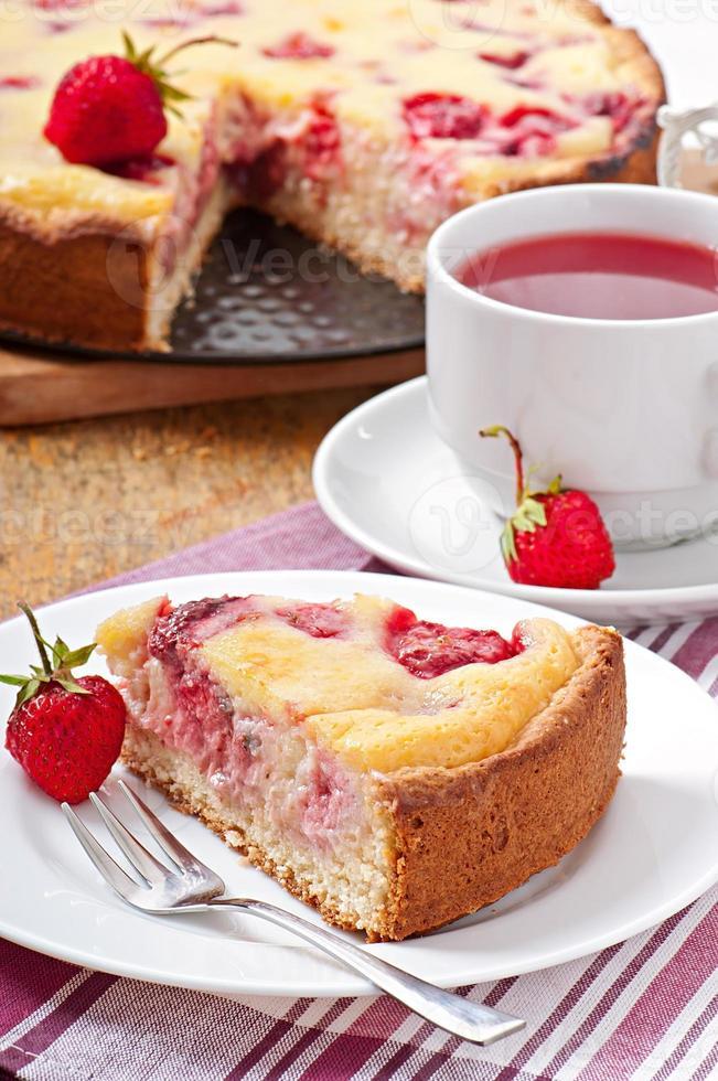 tarte française (quiche) aux fraises photo