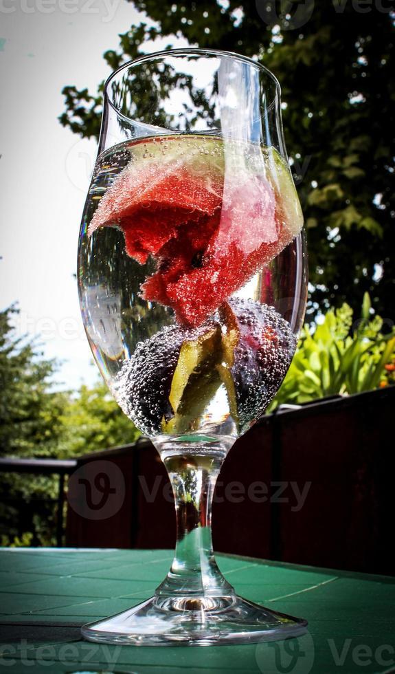 eau infusée aux fruits photo