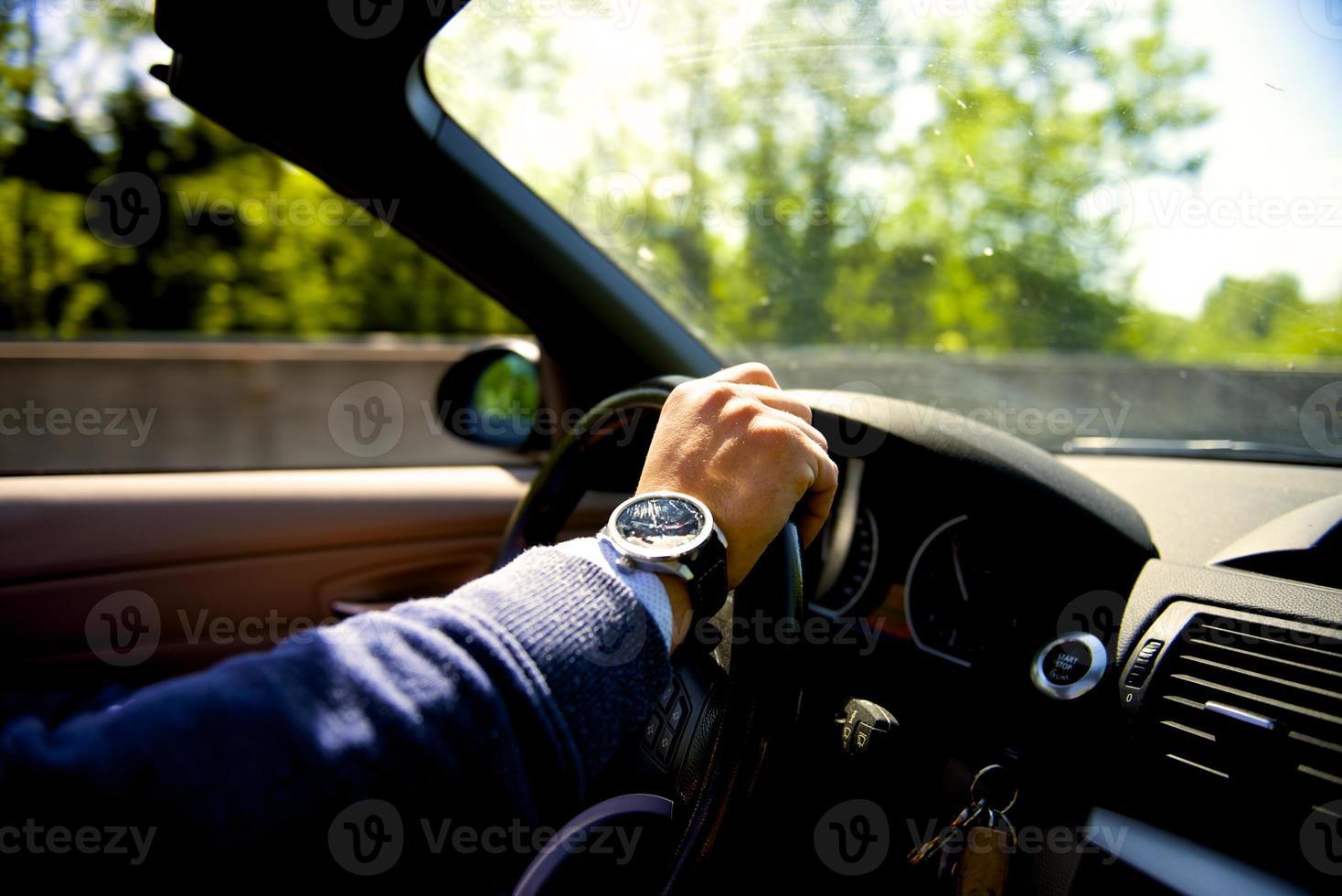 conduire une voiture décapotable photo