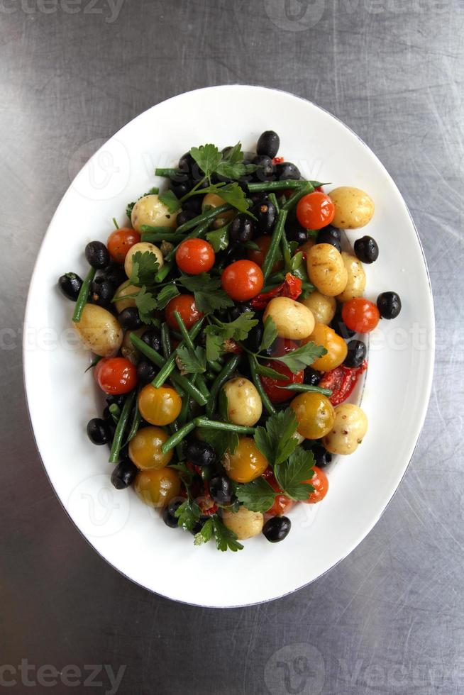 salade de base nicoise photo