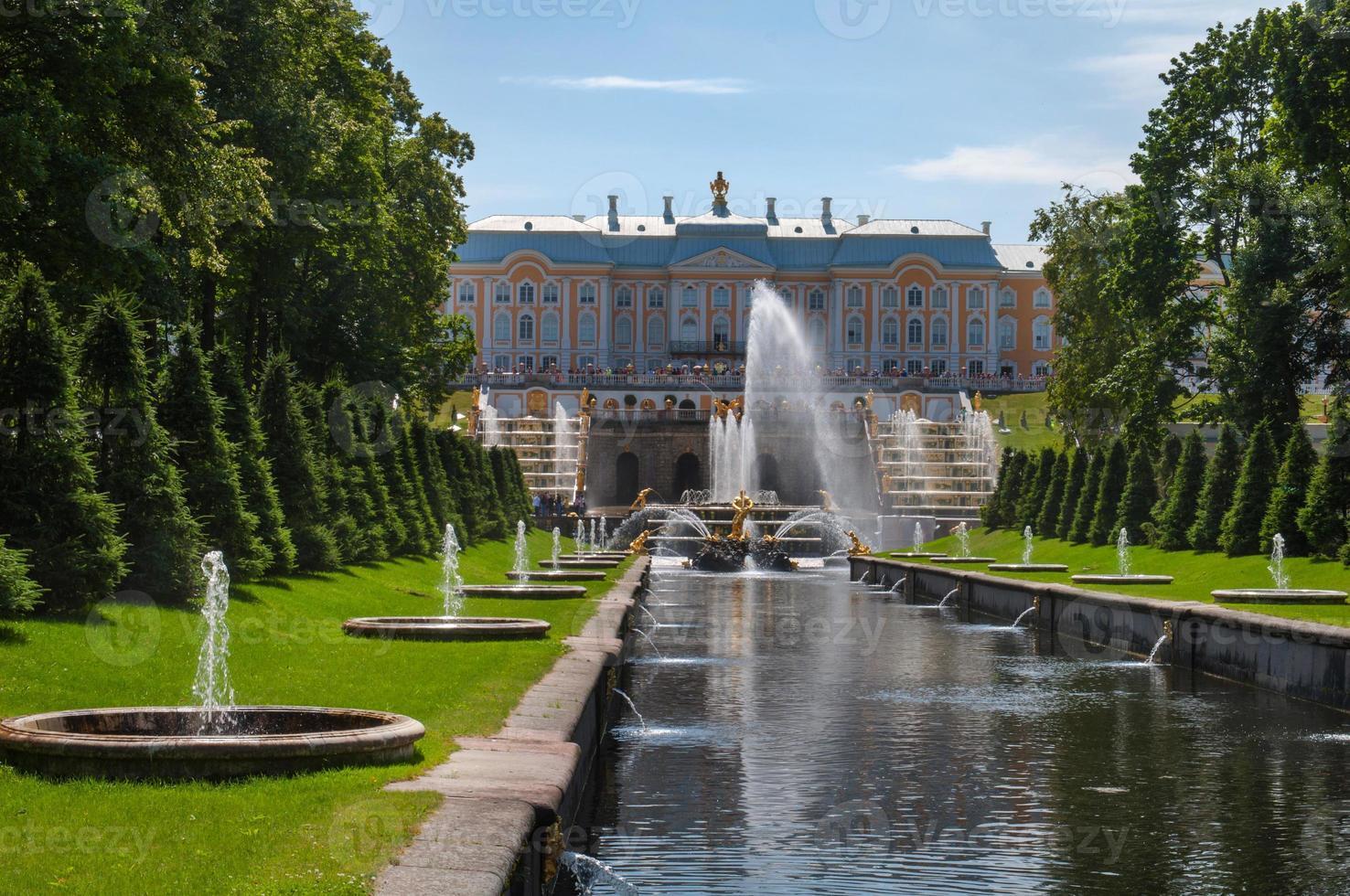 Petergof: la fontaine Samson et le canal maritime, Saint-Pétersbourg, Russie photo