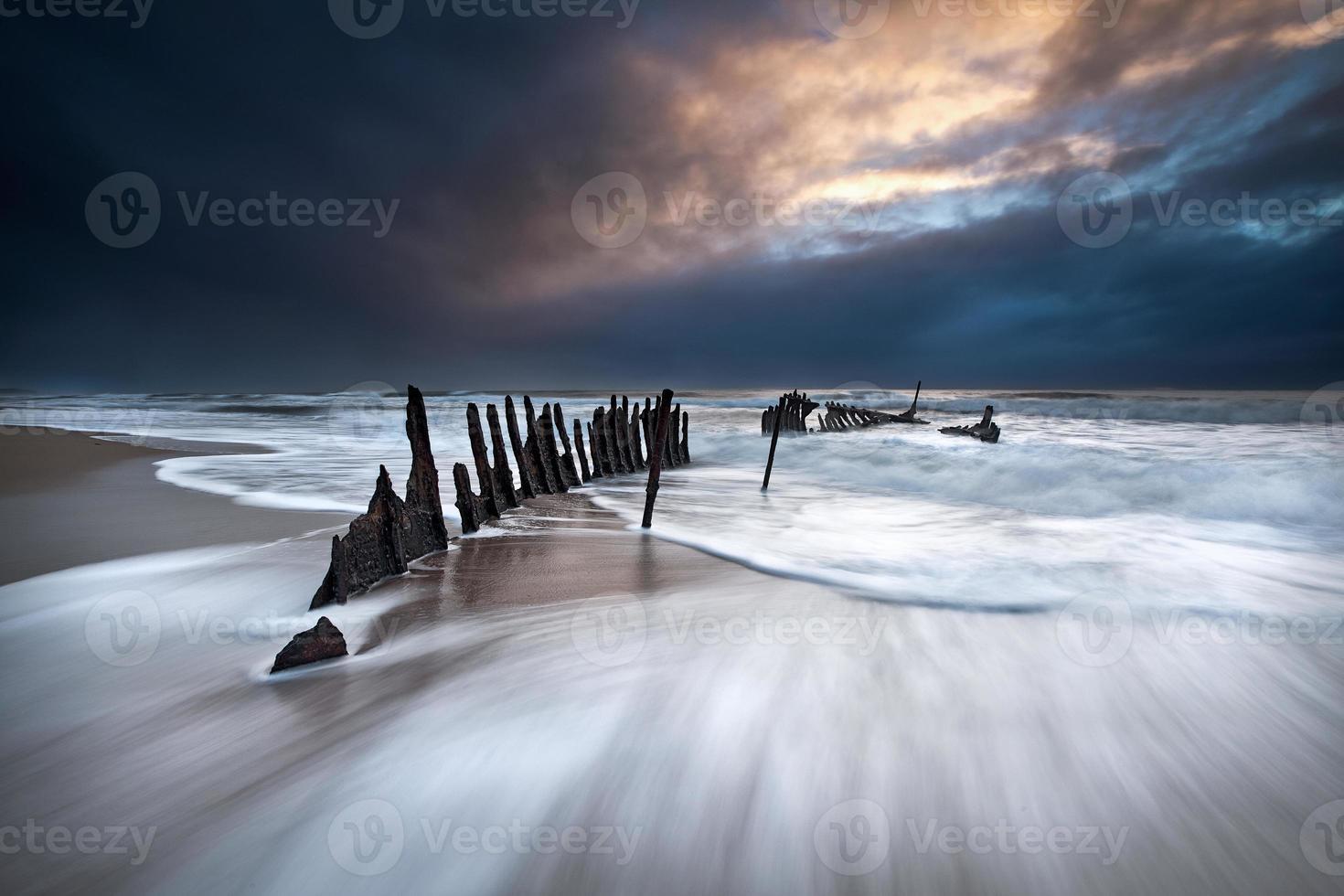 épave dans la tempête photo