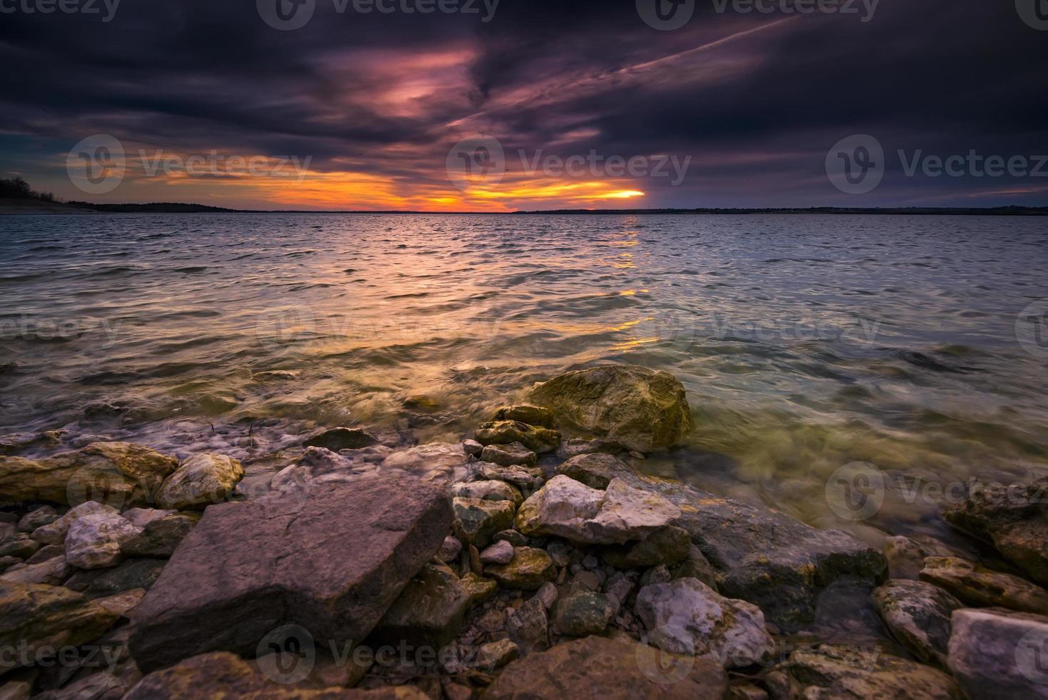 coucher de soleil sur le lac benbrook photo