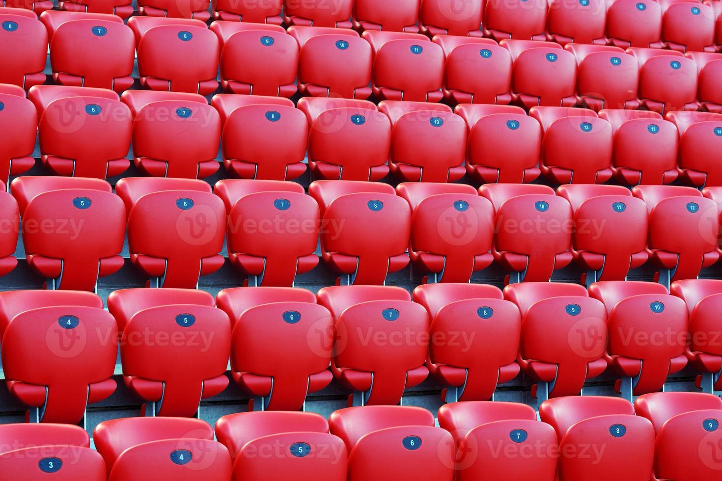 sièges de stade rouge photo